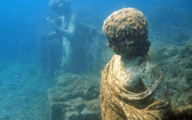 Фото Античные скульптуры под водой. Город Байя Флегрейские поля