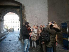 Фото Повышаем квалификацию. Гиды ассоциации в замке Кастель-Нуово в Неаполе