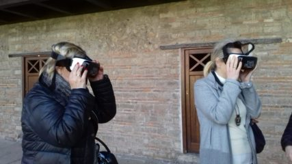 Фото Экскурсия в очках виртуальной реальности
