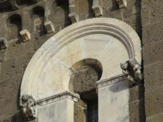 Фото Украшение средневекового собора